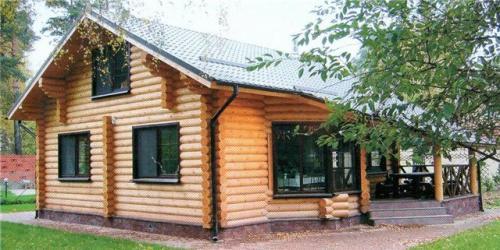 Наша компания давно зарекомендовала себя на рынке как надежный изготовитель срубов домов.